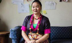 La storia di Lhakpa Sherpa, madre single di tre figli, che per nove volte è stata in cima all'Everest (senza sponsor!).